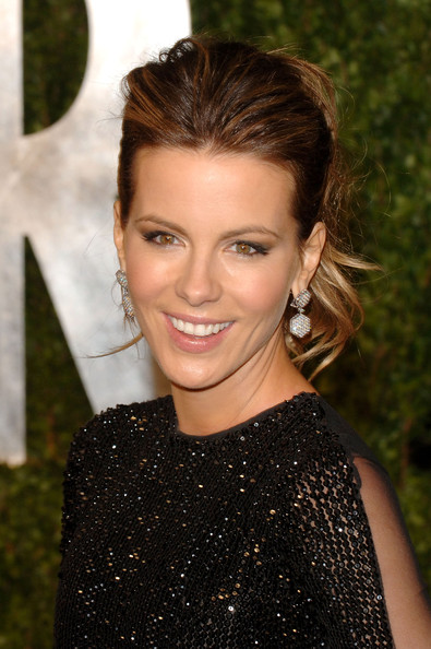 Kate Beckinsale Dangling Diamond Earrings