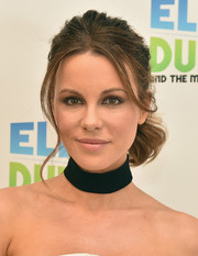 Kate Beckinsale stopped by 'The Elvis Duran Z100 Morning Show' wearing her signature wavy ponytail.