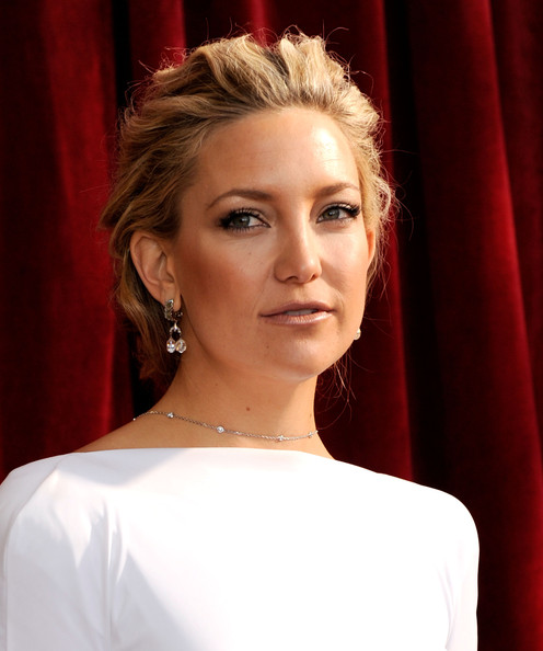 Kate Hudson Dangling Diamond Earrings [red carpet,hair,face,eyebrow,hairstyle,blond,beauty,shoulder,lip,chin,red,kate hudson,california,los angeles,shrine auditorium,screen actors guild awards]