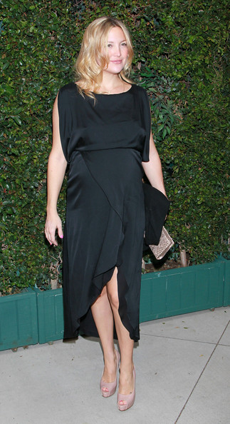 Kate Hudson Maternity Dress [clothing,dress,shoulder,little black dress,leg,fashion model,footwear,cocktail dress,fashion,blond,kate hudson,ron kelly meyer,benefit dinner,ocean initiative,home,malibu,california,chanel,the natural resources defense council]