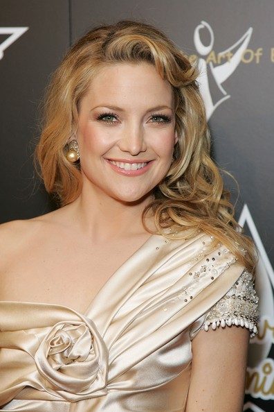 Kate Hudson Long Wavy Cut [hair,hairstyle,blond,eyebrow,beauty,long hair,chin,shoulder,lip,layered hair,kate hudson,profile: kate hudson,beverly hills hotel,california,de grisogono,1st hollywood domino tournament]