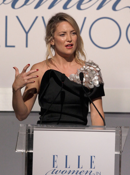 Kate Hudson Red Nail Polish [kate hudson,17th annual women in hollywood tribute - show,shoulder,beauty,fashion,speech,public speaking,event,award,award ceremony,fashion design,eyelash,17th annual women in hollywood tribute,beverly hills,california,the four seasons hotel,elle]