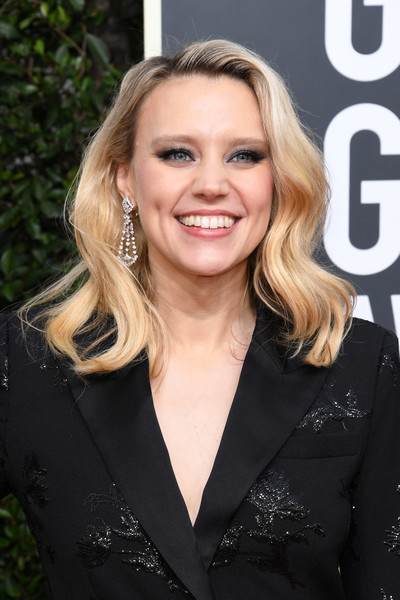 Kate McKinnon Medium Wavy Cut [hair,blond,hairstyle,lip,long hair,layered hair,smile,brown hair,feathered hair,premiere,arrivals,kate mckinnon,the beverly hilton hotel,beverly hills,california,golden globe awards,kate mckinnon,saturday night live,golden globe awards,carol burnett award for achievement in television,actor,celebrity,television,2020,image]