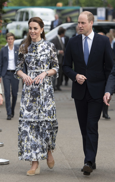 Kate Middleton Print Dress [clothing,street fashion,suit,fashion,dress,footwear,event,outerwear,formal wear,white-collar worker,prince william,catherine,duke,duchess,street fashion,fashion,clothing,cambridge,rhs chelsea flower show,exhibition,catherine duchess of cambridge,prince william duke of cambridge,elizabeth ii,chelsea flower show,flower show,chelsea,rhs chelsea flower show 2019,duke,exhibition]