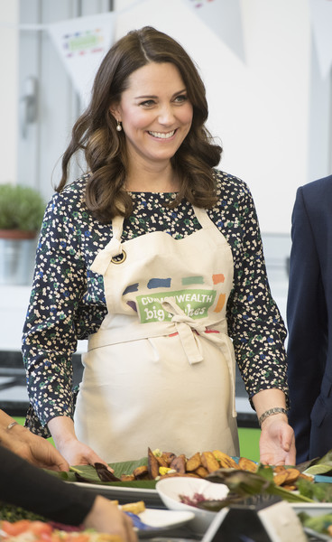 Kate Middleton Print Blouse [green,yellow,fashion,food,cooking,meal,lunch,employment,room,recipe,duke,catherine,duchess,engagements,part,preparations,cambridge,commonwealth,england,commonwealth big lunch]