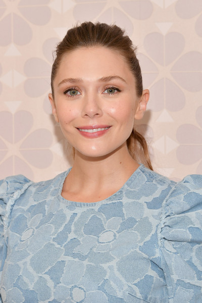 Elizabeth Olsen kept it casual with this mildly messy ponytail at the Kate Spade Spring 2019 show.