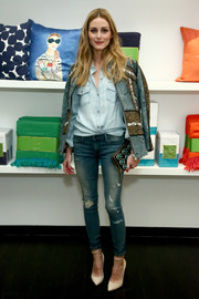Olivia Palermo looked perfectly put together (as always) in her Black Orchid ripped jeans, Rails denim shirt, and H&M jacket at the Kate Spade Housewarming event.