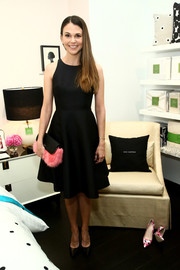 Sutton Foster styled her dress with a cute pink and black fur clutch by Kate Spade.