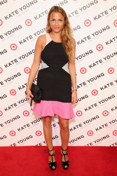 Charlotte Ronson looked cool and contemporary on the red carpet when she sported this color-blocked frock with a flare skirt.