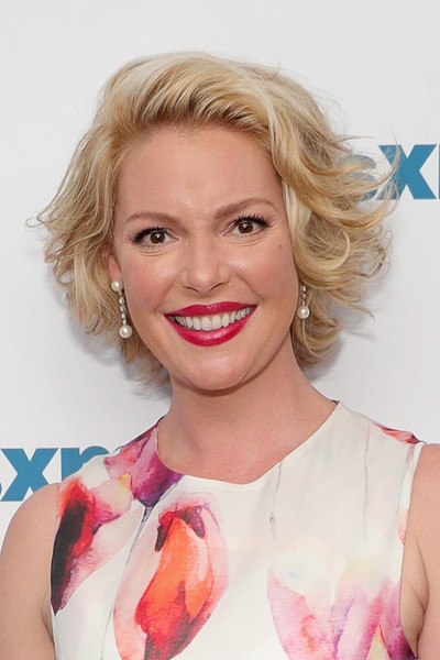 Katherine Heigl Curled Out Bob [on her siriusxm show,the jenny mccarthy show,hair,face,blond,hairstyle,lip,eyebrow,chin,skin,beauty,pink,series,katherine heigl,jenny mccarthy,inner circle]