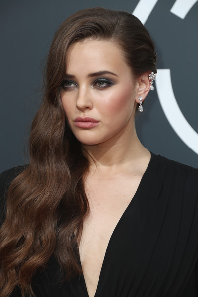 Katherine Langford Smoky Eyes [hair,face,hairstyle,eyebrow,lip,long hair,beauty,brown hair,chin,blond,arrivals,katherine langford,beverly hills,california,the beverly hilton hotel,golden globe awards,annual golden globe awards]