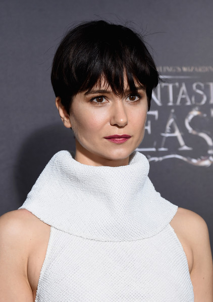 Katherine Waterston Boy Cut [fantastic beasts and where to find them,hair,face,hairstyle,bob cut,neck,bangs,chin,shoulder,lip,black hair,katherine waterston,fantastic beasts and where to find them world premiere,new york city,lincoln center,alice tully hall,world premiere]