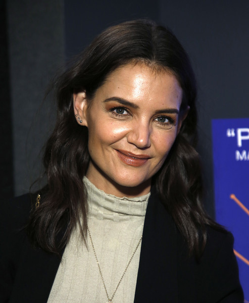 Katie Holmes Long Wavy Cut [hair,face,eyebrow,hairstyle,beauty,chin,forehead,black hair,lip,cheek,katie holmes,serendipity,new york,quad cinema,screening,new york screening]