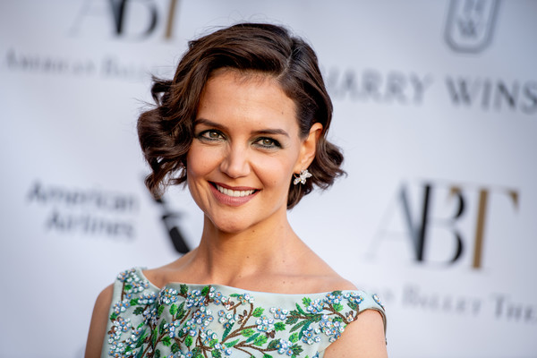 Katie Holmes Curled Out Bob [hair,face,hairstyle,eyebrow,skin,beauty,lip,smile,chin,shoulder,new york city,metropolitan opera house,american ballet theatre spring gala,katie holmes]