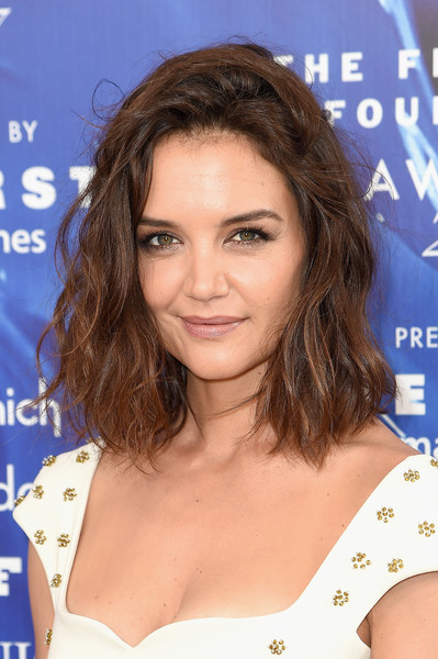 Katie Holmes Medium Wavy Cut [hair,hairstyle,beauty,human hair color,chin,eyebrow,long hair,shoulder,fashion model,layered hair,arrivals,katie holmes,fragrance foundation awards,new york city,alice tully hall,hearst magazines]