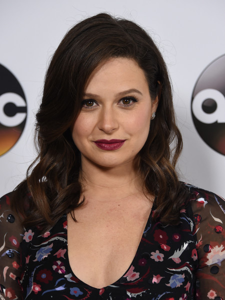 Katie Lowes Medium Curls