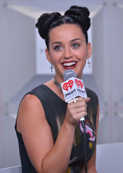 Katy Perry Sterling Dangle Earrings [face,chin,lip,mouth,smile,black hair,eyelash,las vegas,nevada,mgm grand garden arena,iheartradio music festival,katy perry]