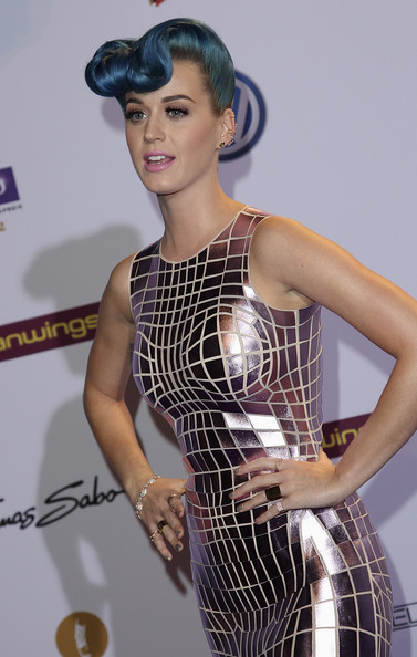 Katy Perry Wide Band Ring [clothing,fashion,beauty,hairstyle,fashion model,model,dress,fashion design,fashion accessory,cocktail dress,red carpet arrivals,katy perry,echo award,palais,berlin,germany,funkturm]