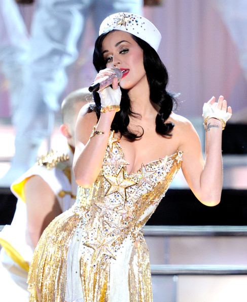 Katy Perry Decorative Hat [uso presents ``vh1 divas salute the troops,performance,lady,singer,music artist,beauty,fashion model,singing,fashion,performing arts,event,katy perry,vh1 divas salute the troops,mcas miramar,california,uso,pt,show,concert event]