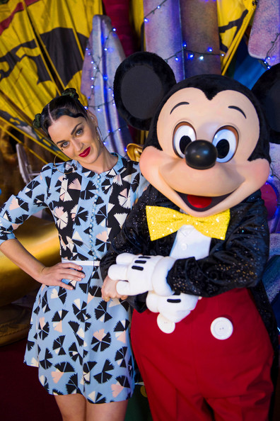 Katy Perry Print Dress [handout photo,firework,walt disney world,amusement park,fun,vacation,balloon,event,recreation,park,animated cartoon,world,katy perry,katy perry celebrates the fourth of july,minnie mouse,mickey mouse,walt disney world,disneys hollywood studios,florida,disney parks]