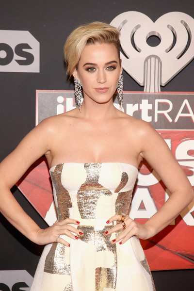 Katy Perry Red Nail Polish [hair,clothing,dress,fashion model,strapless dress,hairstyle,beauty,blond,carpet,red carpet,red carpet arrivals,katy perry,turner,iheartradio music awards,inglewood,california,tnt,tbs,the forum,trutv]