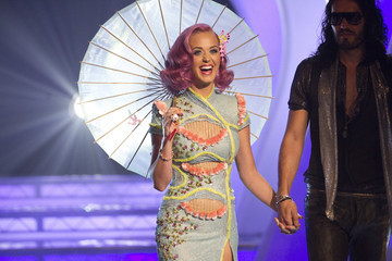Katy Perry Russell Brand 2011 MTV Video Music Awards - Red Carpet