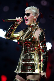 Katy Perry rocked a red mani with her gold outfit during her concert in Perth, Australia.