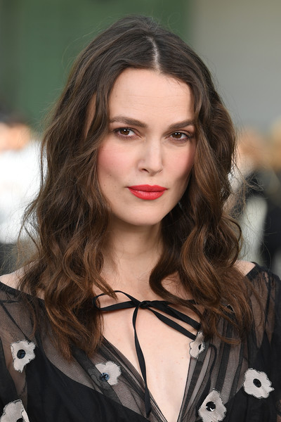 Keira Knightley Long Wavy Cut [chanel cruise 2020 collection : photocall in le grand palais,hair,face,hairstyle,eyebrow,fashion,lip,beauty,long hair,brown hair,fashion model,chanel cruise 2020,keira knightley,photocall,paris,france,keira knightley,official secrets,grand palais,photograph,image,pirates of the caribbean,actor,fashion]