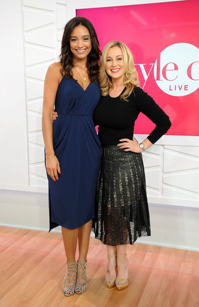 Rachel Smith donned a simple yet elegant navy midi dress for Kellie Pickler's appearance on 'Style Code Live.'