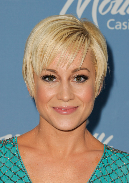 Kellie Pickler Pink Lipstick [kellie pickler,dancing with the stars winner,hair,face,blond,hairstyle,eyebrow,chin,head,bob cut,bangs,forehead,mount airy,mount pocono,pennsylvania]