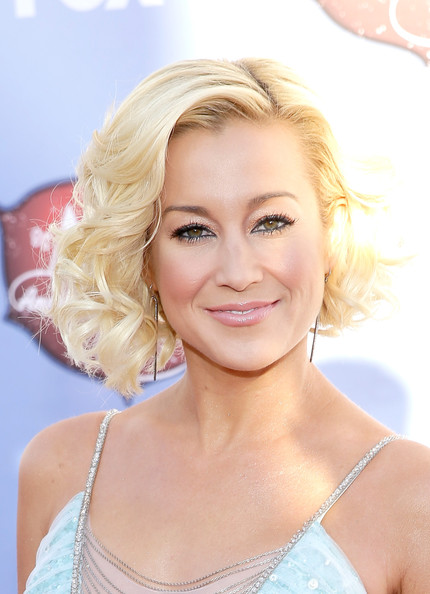 Kellie Pickler Curled Out Bob