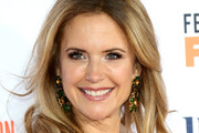 Kelly Preston Medium Wavy Cut