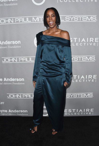 Kelly Rowland Off-the-Shoulder Top