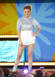 Kelsea Ballerini glittered onstage in a cropped silver hoodie while performing on 'Good Morning America.'