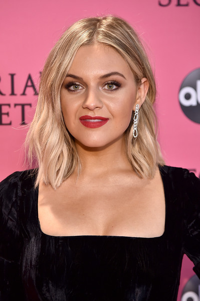 Kelsea Ballerini Medium Wavy Cut [hair,face,hairstyle,eyebrow,blond,lip,chin,beauty,skin,long hair,pink carpet arrivals,kelsea ballerini,new york,pier 94,victorias secret fashion show]