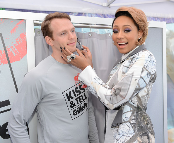 Keri's dark digits put all the focus on her hands—the perfect pick for a shaving campaign, no?