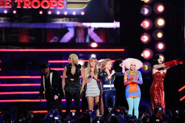 "Keri Hilson Nicki Minaj The USO Presents ""VH1 Divas Salute The Troops"" - Show"