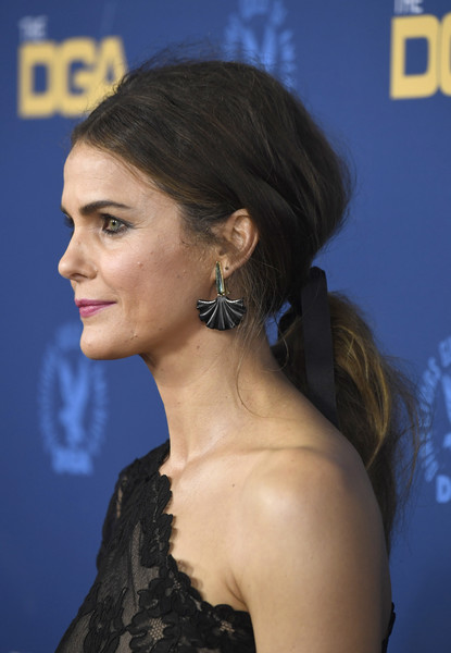 Keri Russell Loose Ponytail [hair,hairstyle,ear,chin,eyebrow,beauty,premiere,long hair,black hair,brown hair,arrivals,keri russell,directors guild of america awards,hollywood highland center,the ray dolby ballroom,california]