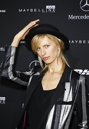 Karolina Kurkova wore a black hat to add charm to her playful look at Berlin Fashion Week.