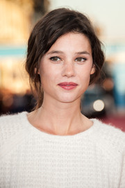 Astrid Berges Frisbey pulled her locks back into a loose, wavy ponytail for the Deauville American Film Fest premiere of 'Killing Season.'
