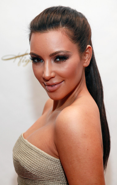 kim kardashian haircut long layers. Kim Kardashian Hair Rollers