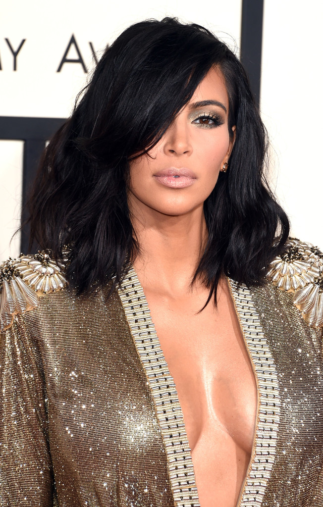 Kim Kardashian Medium Wavy Cut Shoulder Length