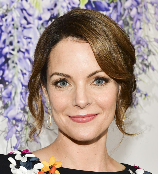 Kimberly Williams-Paisley Loose Bun [red carpet,hair,hairstyle,face,eyebrow,chin,eyelash,eye,lip,blond,long hair,kimberly williams-paisley,summer tca,residence,beverly hills,california,hallmark channel]