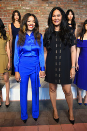 Kimora Lee Simmons completed her simple yet stylish look with pointy black pumps.