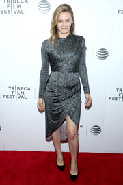 Alicia Silverstone made a fabulous choice with this gray knit-print dress by Christian Siriano, featuring a fitted bodice and a sexy cutaway hem, for the Tribeca Film Fest premiere of 'King Cobra.'