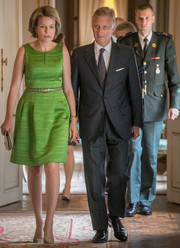 Nude suede pumps completed Queen Mathilde's look.