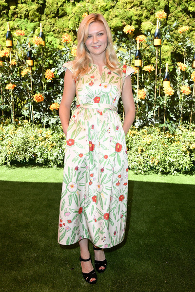 Kirsten Dunst Print Dress [clothing,dress,fashion,footwear,premiere,flooring,long hair,carpet,day dress,red carpet,arrivals,kirsten dunst,los angeles,pacific palisades,california,will rogers state historic park,veuve clicquot polo classic]