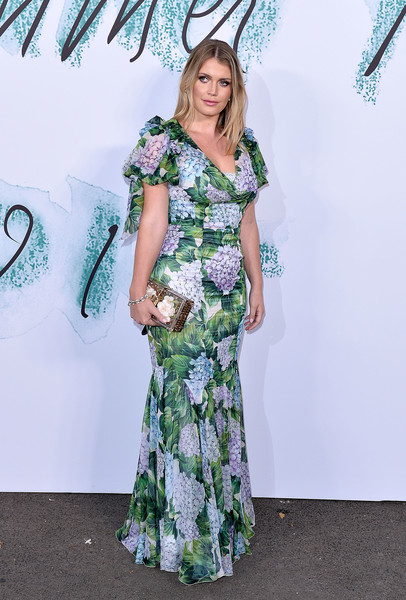Kitty Spencer Printed Clutch [clothing,dress,green,shoulder,fashion,gown,day dress,formal wear,flooring,joint,arrivals,kitty spencer,london,england,the serpentine gallery,serpentine galleries summer party,the serpentine galleries summer party]