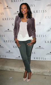 Aisha Tyler's suede blazer was the perfect balance of original and classic.
