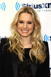 Kristen Bell visited the SiriusXM Studios wearing her hair in long tousled waves.